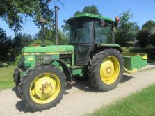JOHN DEERE tractor (type 2140, 82 pk, met grondbak (200 cm.)