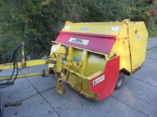 STH veegmachine (type 1800T, inhoud 2,2 kuub, bouwjaar 1995)